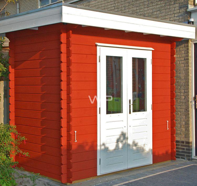 Kleine blokhut met platdak en een dubbele deur